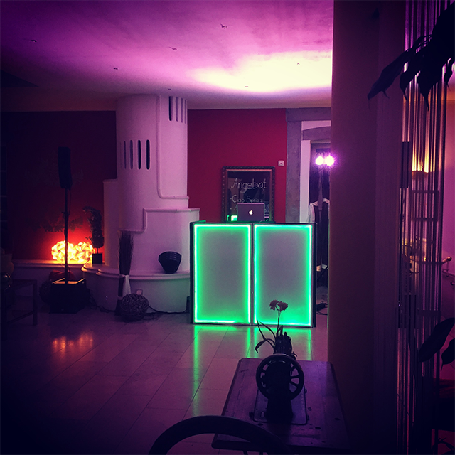 beleuchtetes DJ Pult